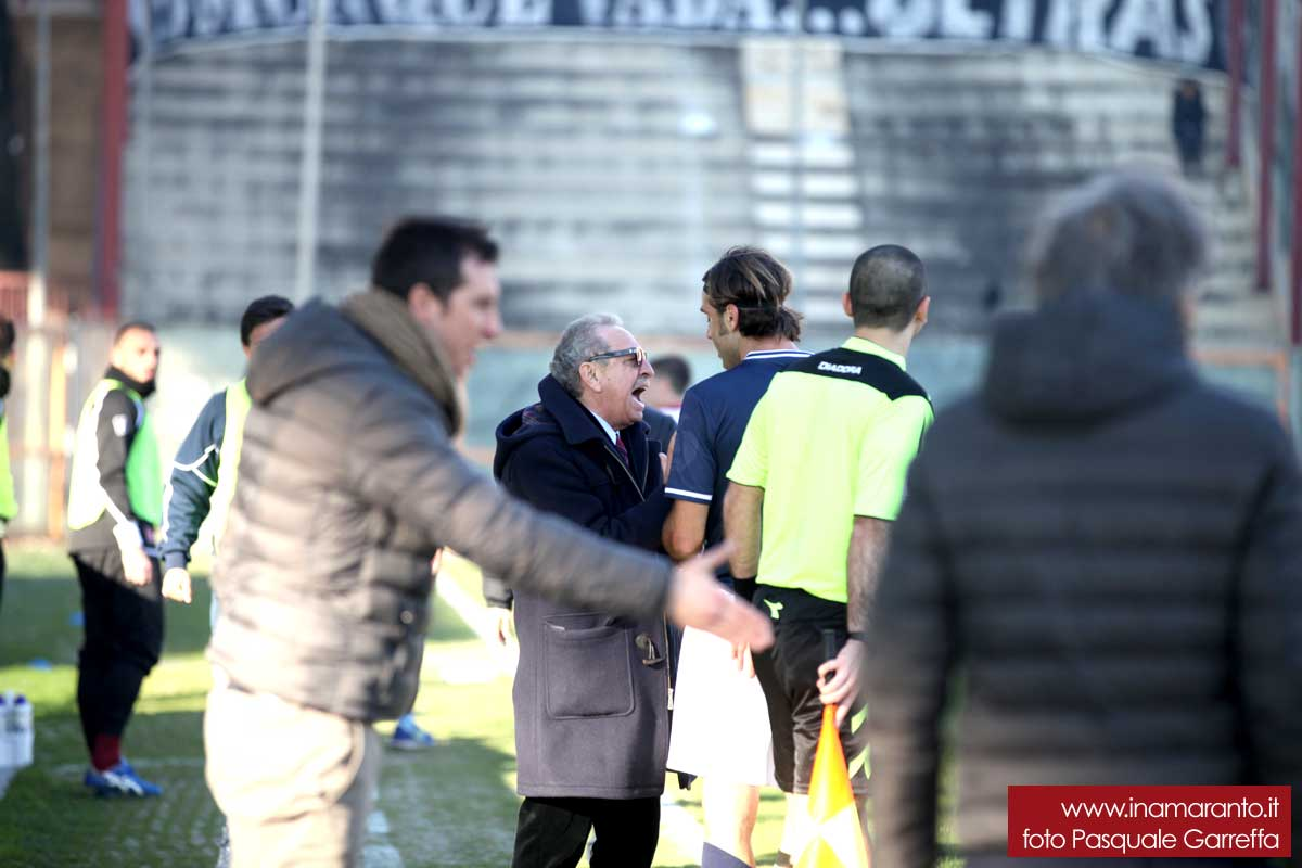 Petardi e fumogeni in campo: multa alla Reggina. Out Tiboni, inibizione per Martino